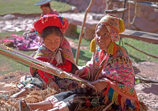 Backstrap Weavers In Sacred Valley 550